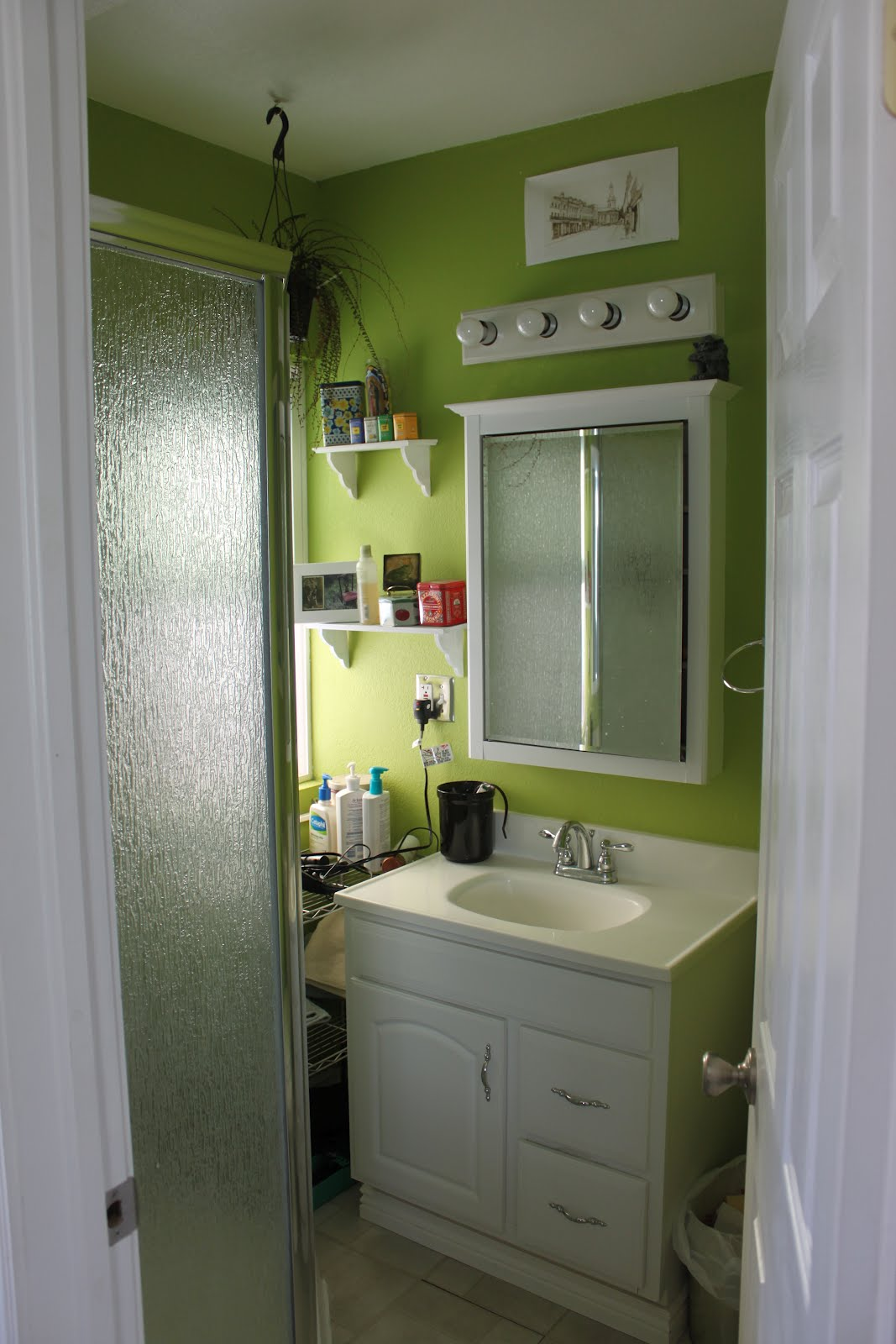 Green and grey bathroom designs for Green and gray bathroom designs
